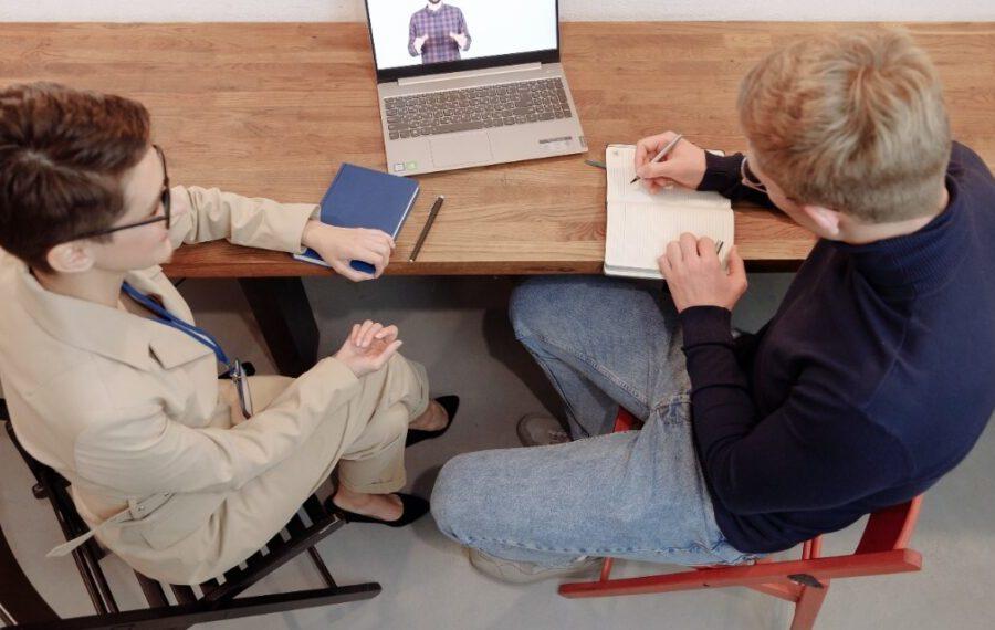 Empresa y colaboradores Políglotas