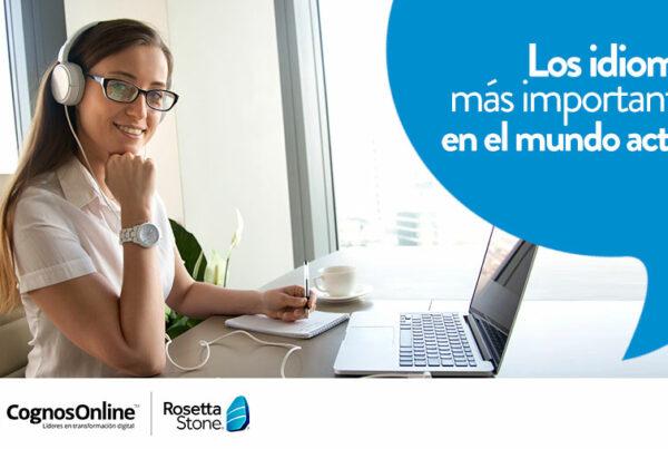 Mujer aprendiendo idiomas online